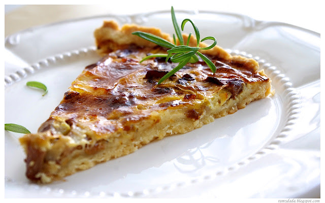 Quiche with chanterelle mushrooms, zucchini and camembert