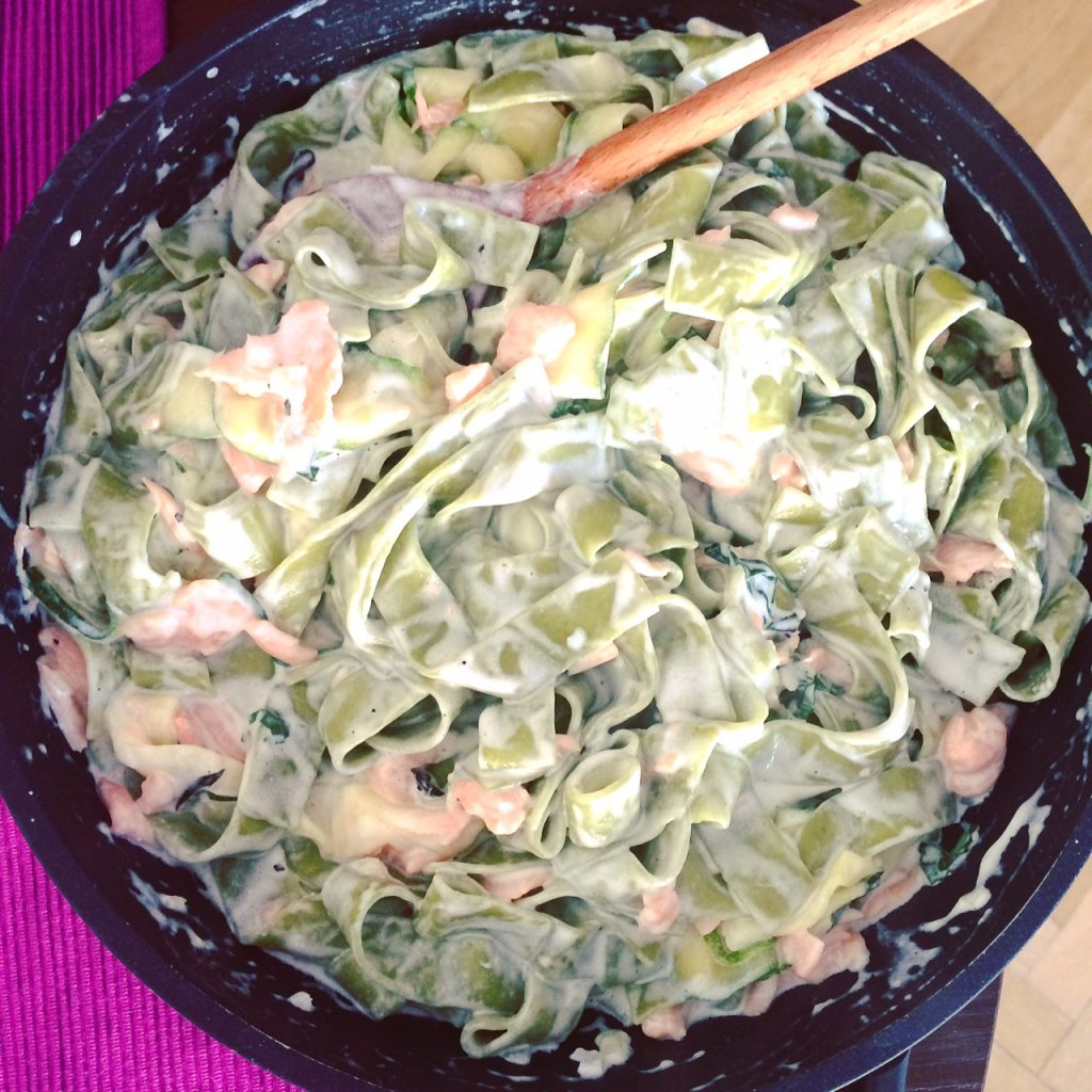 spinach pasta with zucchini and smoked salmon